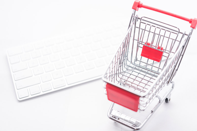 ネット通販イメージ 買い物カゴとキーボード